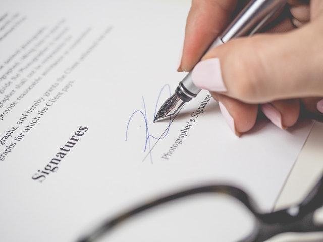Comment faire un contrat de travail pour son assistante maternelle ?