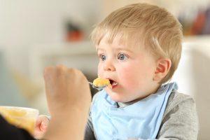 Comment diversifier l'alimentation d'un bébé de 6 mois ?